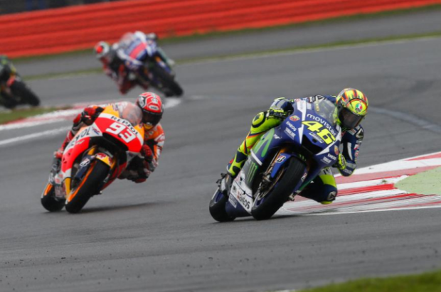 Rossi vs Marquez at Silverstone 2015